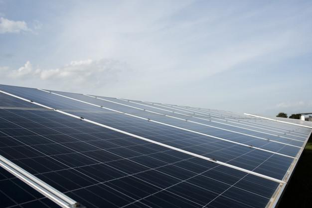 stockage d'énergie stationnaire panneaux solaires
